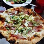 prosciutto pizza with artichokes