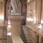 Treppenaufgang mit Statue