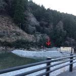 温泉からすぐ外れた川は冷たいのにフシギ〜