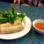 Spring rolls with lettuce,mint and dipping sauce