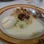 Destinasi wajib di Cirebon. Kuah santan nan gurih, mie kenyal dan sayuran matang. Pas mantab men