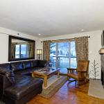 Foto de The Crestwood Condominiums