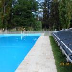 La pileta que tiene el agua templada por calentadores solares