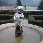 Dettaglio fontanella giardino