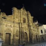 Fachada iglesia de la companía, en la noche
