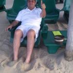 en las palapas de la playa del hotel