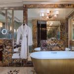 Specialty Suite - Bathroom