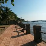 """A deux pas du """"Crab market""""au bord de l'eau et pres de la plage Personnel aimable discret mais a"""