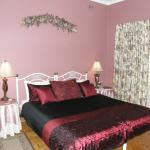 Main Bedroom ( Has en-suite)
