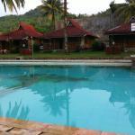 kolam renang depan bungalow