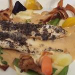 Sole grillée accompagnée  de légumes divers (girolles-carotte jaune-Pdterre etc...