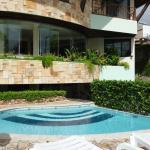 Pequeña pero linda piscina y jardin