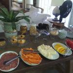 Vista del variado desayuno