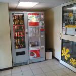 SAS d'entrée avec distributeurs boissons et snacks