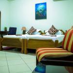 Photo de Coconut Grove Regency Hotel