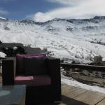 terrasse de l'hôtel vue sur les pistes