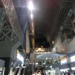 ホテルグランヴィア 京都駅中央口からエスカレーターで上がると二階に入口があります