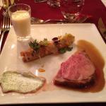 Gigot d'agneau, espumas de polenta au chêvre frais et jus de braisage