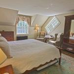 Our largest room, the Washington, is on the second floor and features a quaint Vermont-style dia