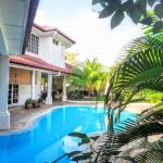 Rumah Putih Swimming Pool