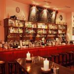 Unsere große Bar im Hauptraum