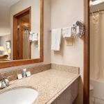 Foto de SureStay Plus Hotel by Best Western Poteau