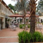 Foto de Village Hotel Albert Court by Far East Hospitality