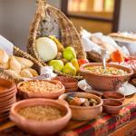 Desayuno Calchaqui:Variedad de panificados, frutos secos, mermeladas caseras, fiambres, mate y m