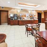 Foto de Holiday Inn Express Hotel & Suites Laredo-Event Center Area