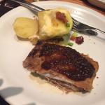 Sobremesas e costela de porco. Delicioso!