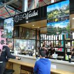 マーケットの中にあるセントラルオープンキッチンカウンター。 メルボルンの中で、本当の日本の味を出しているのは、もしかしてココが一番かも。 (,,•﹏•,,)  Believe! this is