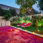 Flowe petals on pool