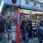 Photo de Nakamise Shopping Street (Kaminarimon)