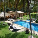 Nuestra piscina, jacuzzi climatizado y parte de los jardines