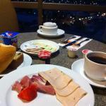 朝食時の風景②