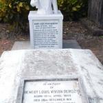 Henry Louis Vivian Derozio Statue