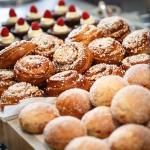 Nybakta brownies, bullar och munkar