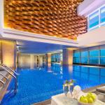 Top Floor Swimming Pool 楼顶泳池