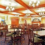 Photo de Holiday Inn Express Hotel & Suites Milwaukee Airport