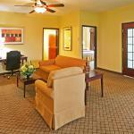 2 Bedroom Presidential Suite w/ Kitchen & Living Room
