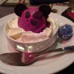 Dessert glacé pour le menu enfant.