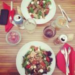 Salades (4 ingrédients), boissons, desserts (coupe de fraise, compote de pommes)