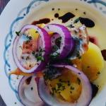 Harengs frais marinés, accompagnés de pommes de terre Esmeralda