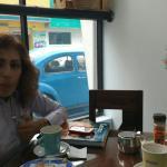 Disfrutando de un exquisito lonche, capuccino, calzone y torta!!! Yumiiii