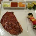350 Gramm Rib Eye im Hoteleigenen Restaurant La Strega. Super lecker und äusserst freundliche Be