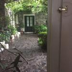 Muy linda Posada hermoso patio para disfrutar del verde en pleno casco histórico bien ubicado ai