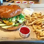 ภาพถ่ายของ Dugg Burger