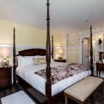 Room 4, King Bed, Clawfoot Tub