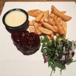 Fillet steak with garlic sauce