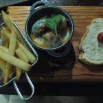 Gourmet Pub, meatballs
